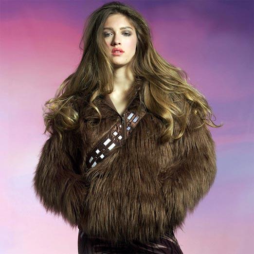 Chica con sudadera de Chewbacca causa revuelo entre chicas geeks